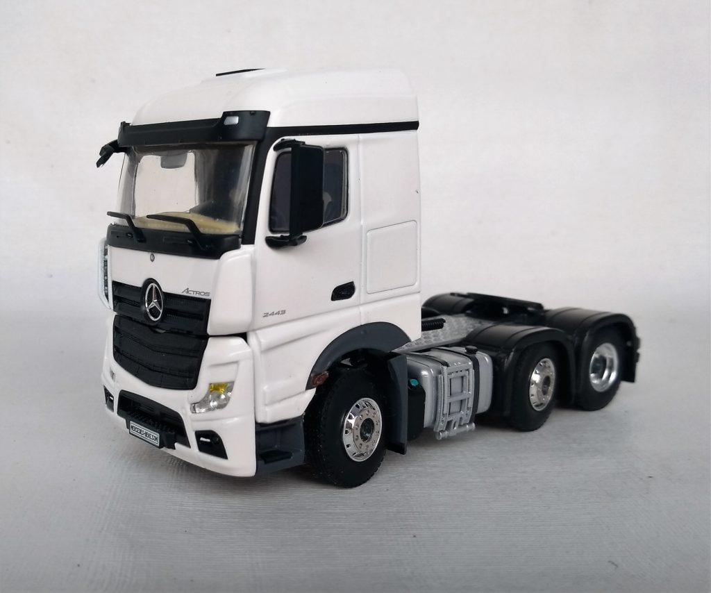 Caminhão Mercedes Benz Actros 6×2 Stream Space escala 1:50 da WSI.