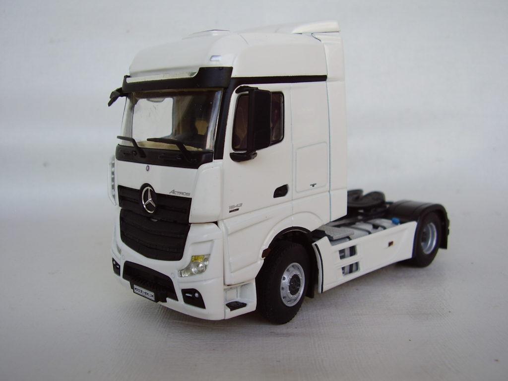 Caminhão Mercedes Benz Modelo New Actros MP4 escala 1:50 da WSI.