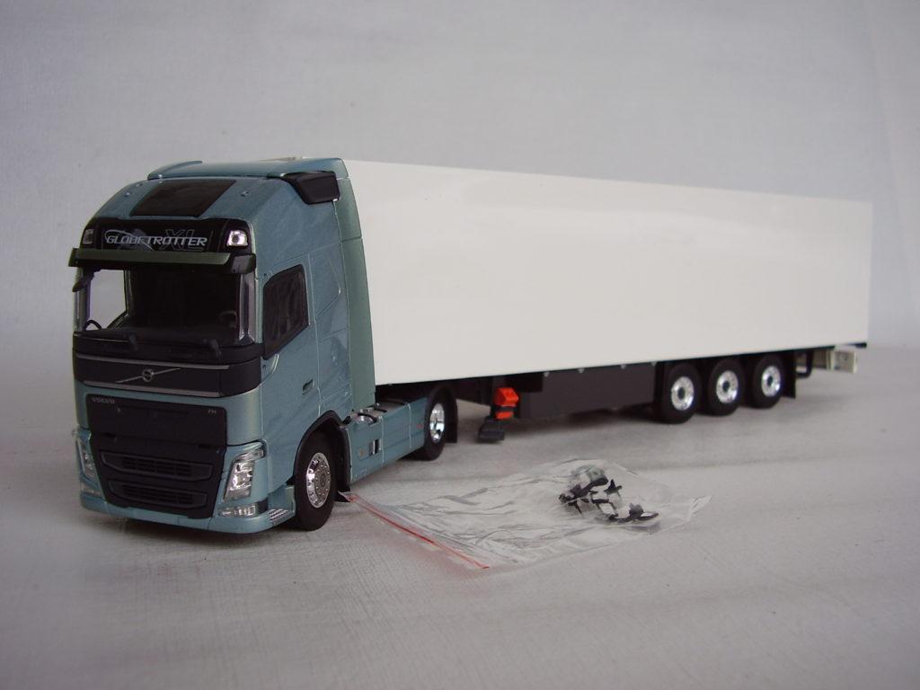 Miniatura Caminhão Volvo FH Carreta Furgão escala 1:50 da Tekno.