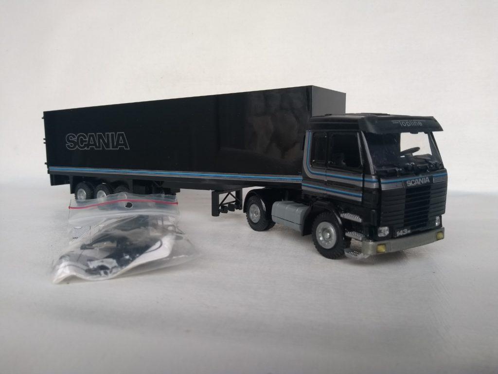 Caminhão Scania 143 Topline Carreta Furgão na escala 1:50 da Tekno.