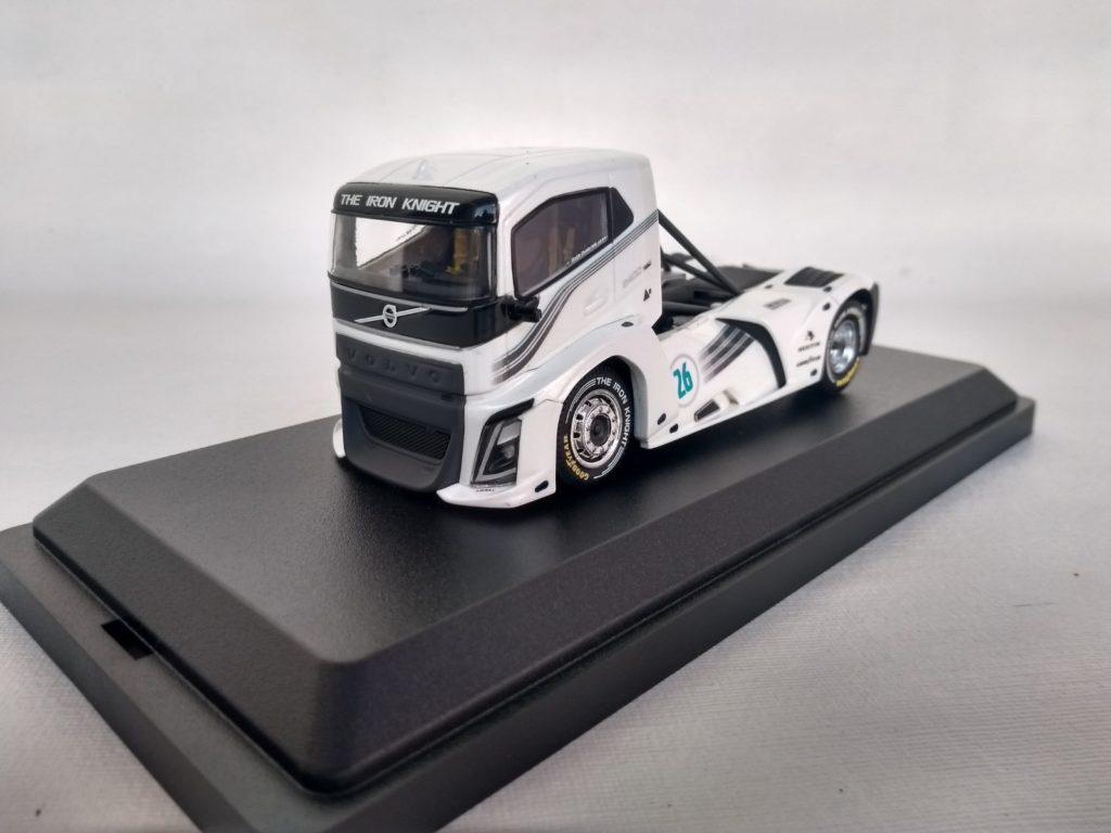 Miniatura Caminhão Volvo FH Iron Knight escala 1:50 da Tekno.