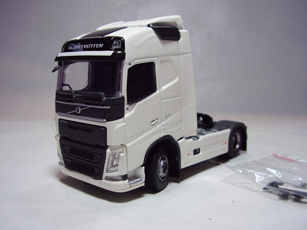 Miniatura Caminhão Volvo FH4 Globetrotter 520 na escala 1:50 da Tekno.