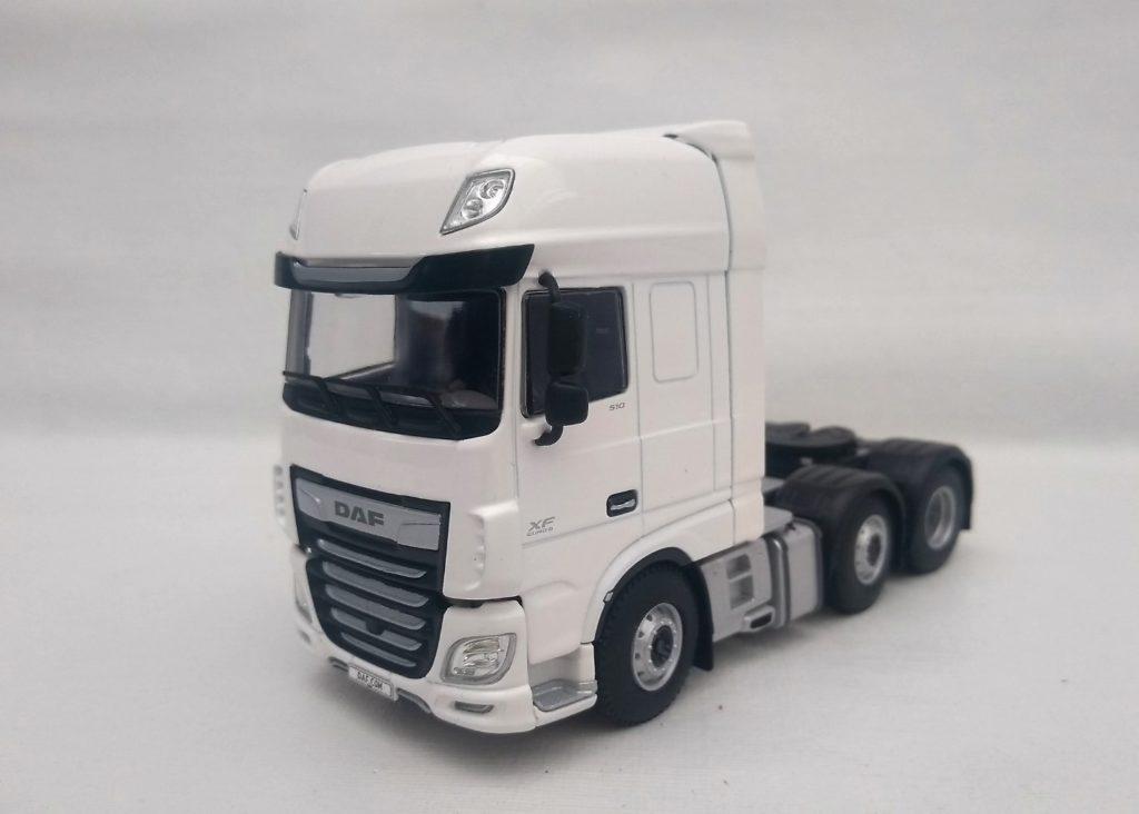 Miniatura do Caminhão DAF modelo XF Super space 6×2 na escala 1:50 da WSI.